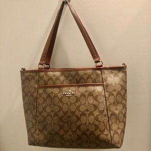 Coach signature tote in brown/tan w front pocket.